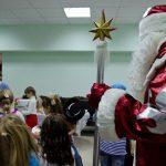 Дед Мороз приехал на детский праздник